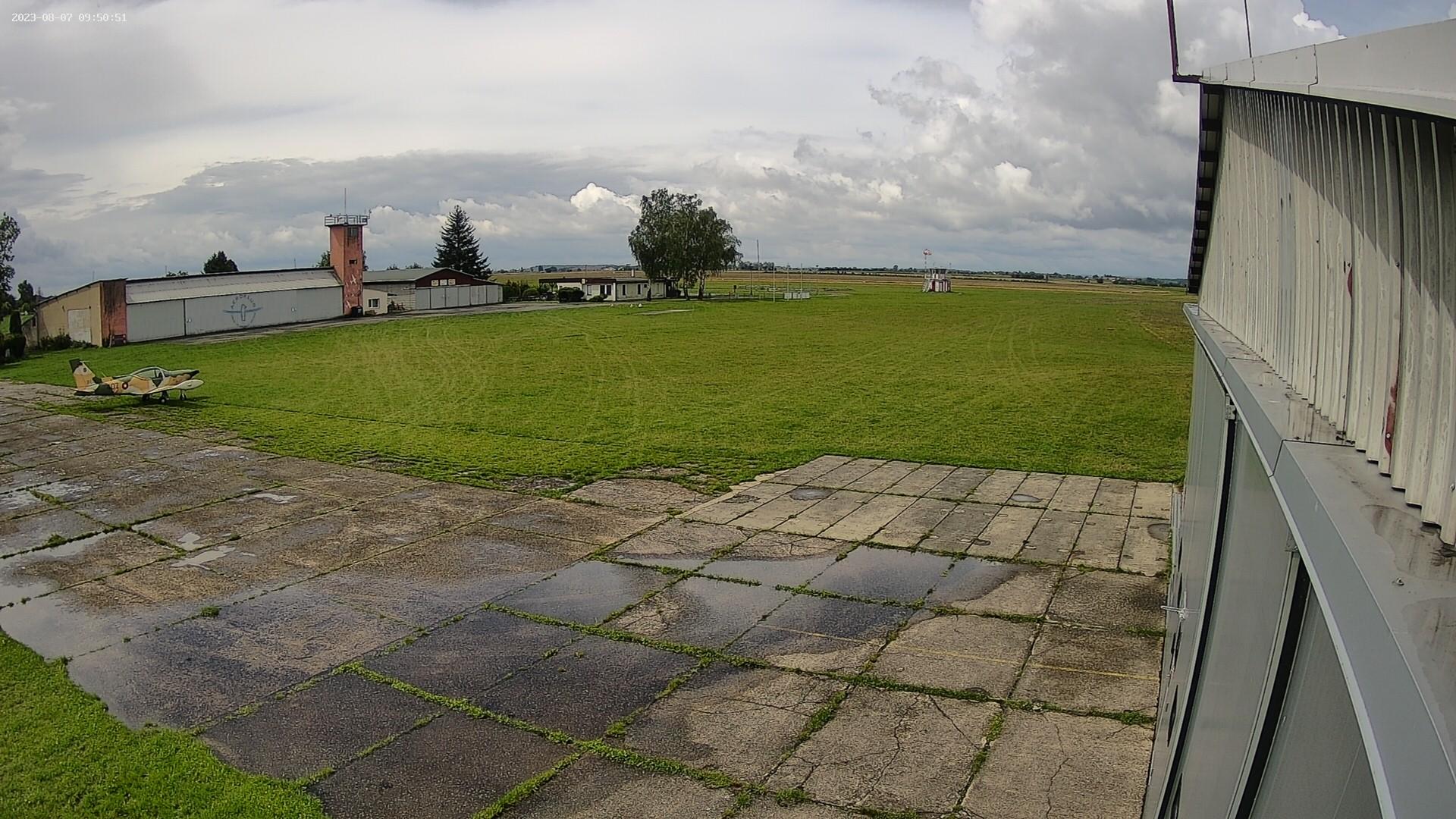 Webová kamera s vysokým rozlišením s pohledem od hangáru AN-2